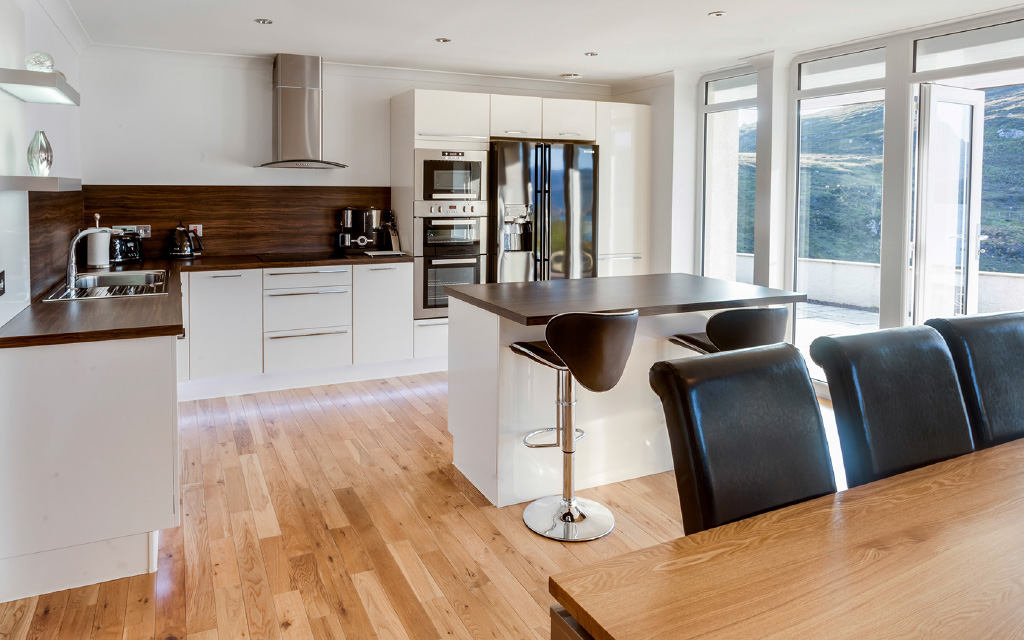 LUXURY SPEC KITCHEN